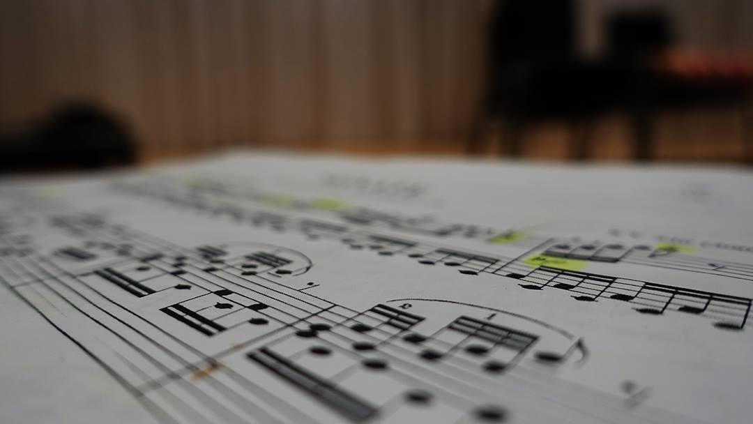 Trascrizione spartiti per deposito Siae o altre esigenze. Trasposizioni di tonalità, consulenza, conversioni da pdf a midi, scrittura spartiti personalizzati, trascrizioni a partire da mp3 o audio generico.