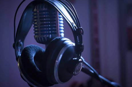 Audiofollia offre speakeraggi via e-mail sottoforma di mp3 / Wave o altri formati.